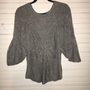 ROMEO & JULIET COUTURE GRAY KNIT TOP.